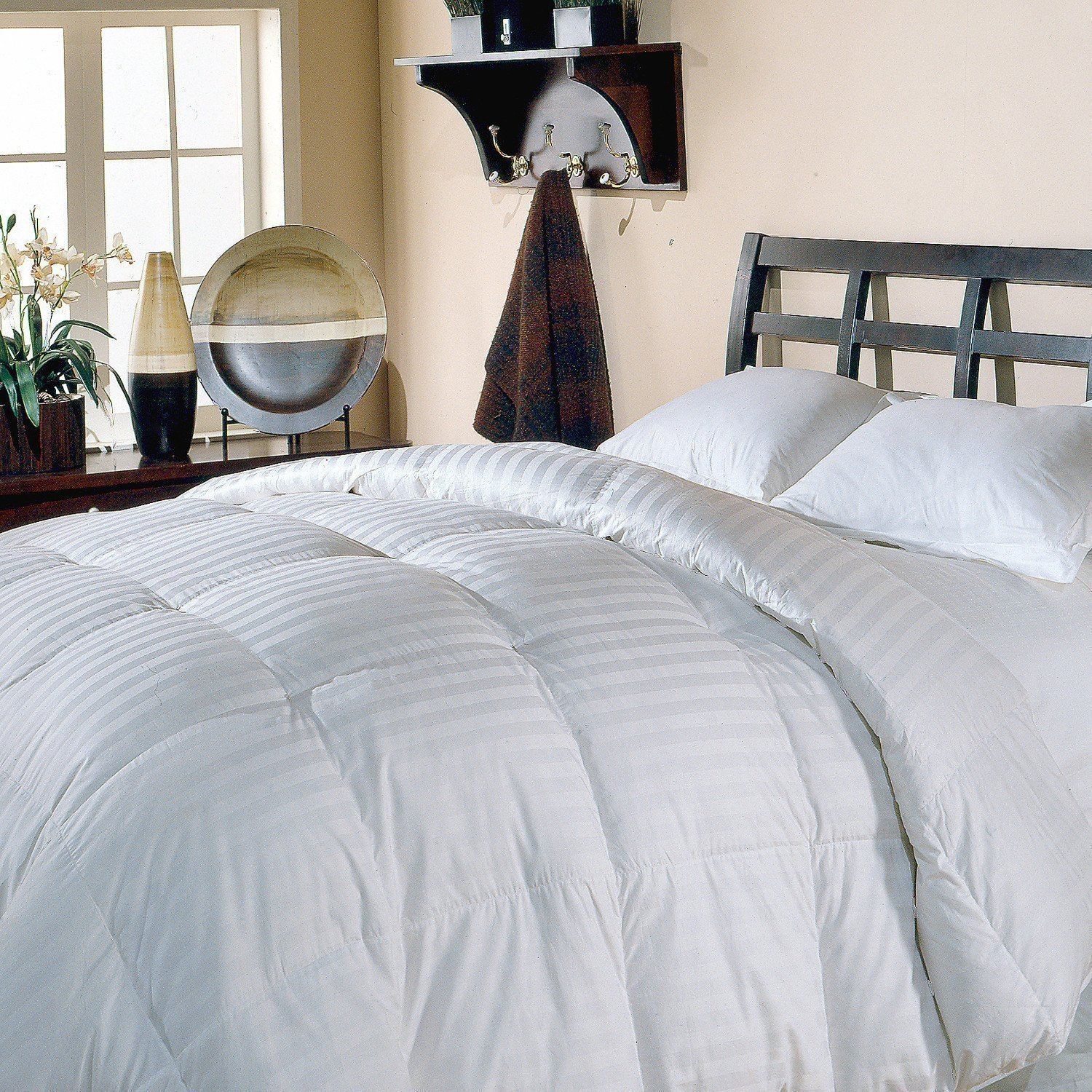 top cal king down comforters around best goose down comforter reviews. Black Bedroom Furniture Sets. Home Design Ideas