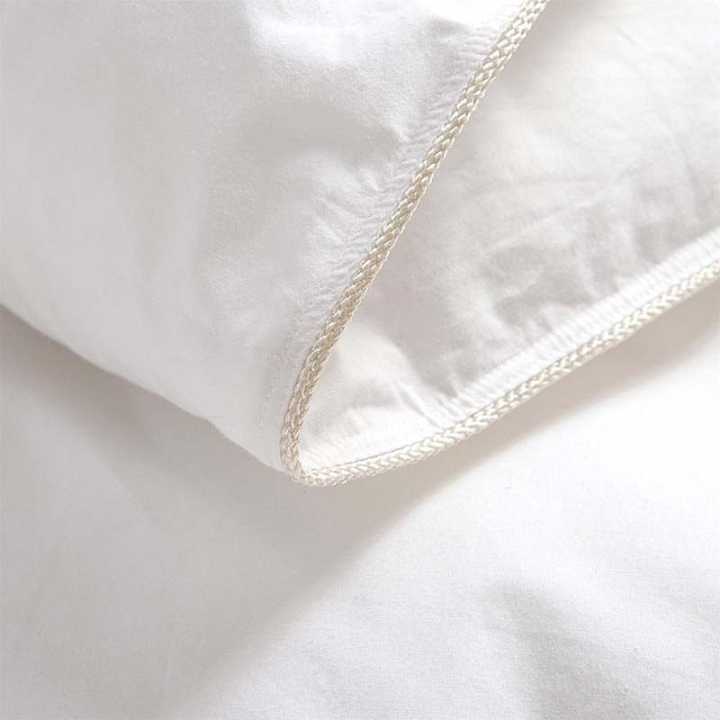 Egyptian Bedding's Luxurious 1200 Thread Goose Down Comforter